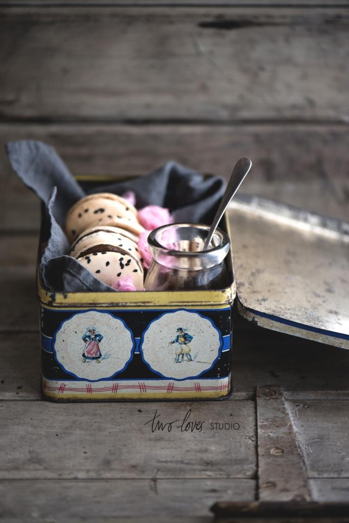 two-loves-studio-Liquorice-Macarons10