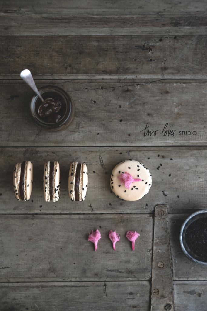 two-loves-studio-Liquorice-Macarons8